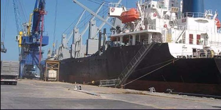اتحاد الشغل: إنزال شحنة من الفحم البترولي بميناء قابس خرقا لملف التلوث البيئي