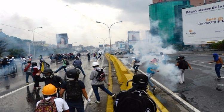 فنزويلا: الشرطة تفرق المعارضين مجددا وتمنعهم من بلوغ وسط كراكاس