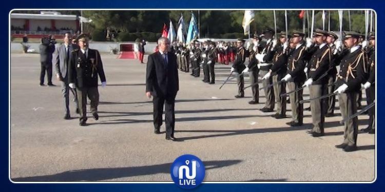 الزبيدي يثمن دور الأكاديمية العسكرية وتحلي قوات الدفاع باليقظة