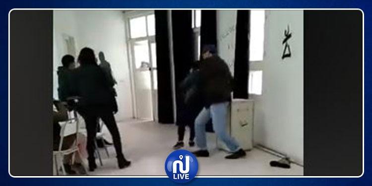 بني خلاد: أستاذ يعتدي بالعنف الشديد على تلميذة أمام زميلاتها(فيديو)