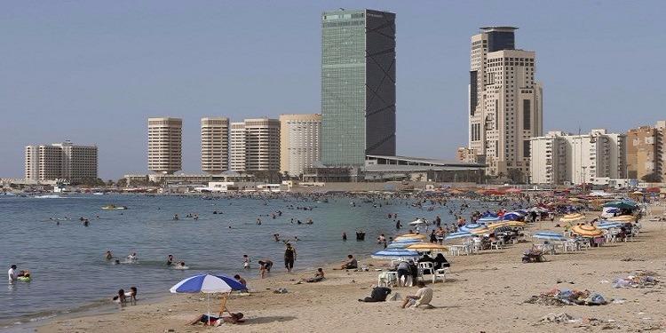 ليبيا: مقتل 5 أشخاص وإصابة 18 آخرين بسقوط قذيفة  على الشاطئ
