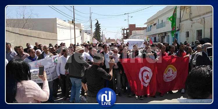 مسيرة إحتجاجية تجوب شوارع مدينة سيدي بوزيد ( صور+فيديو)