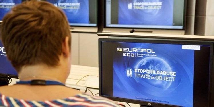 يوروبول يطلق موقعا جديدا للتعرف على مرتكبي جرائم جنسية ضد الأطفال