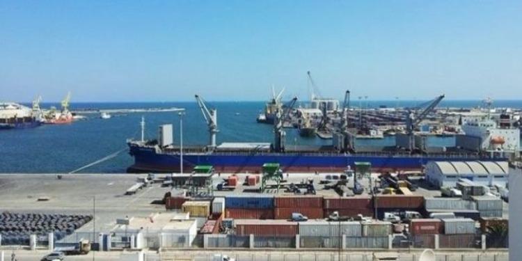 ميناء حلق الوادي : القبض على 12 شخصا حاولوا ''الحرقة''