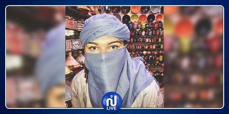 A Marrakech, Camille Gottlieb recouverte d'un voile