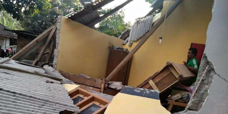 Au moins 10 morts dans un séisme en Indonésie