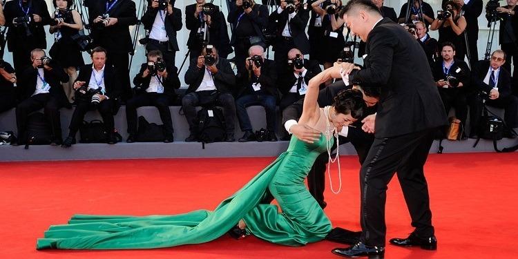 Les Selfies interdits à Cannes, sauf pour les Stars
