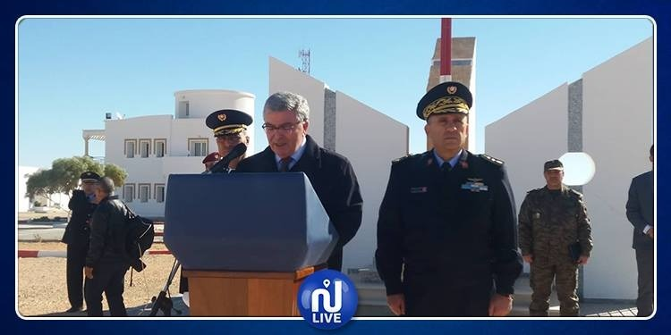 من تطاوين.. وزير الدفاع الوطني يدعو لليقظة والتحلي بالروح الوطنية