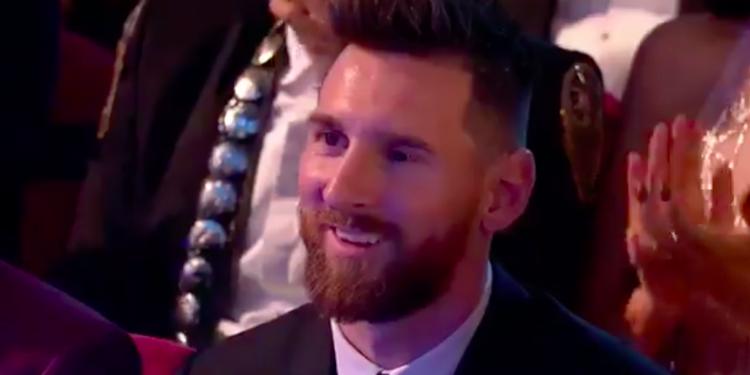 ردة فعل ميسي لحظة إعلان تتويج رونالدو بجائزة أفضل لاعب في العالم (فيديو)