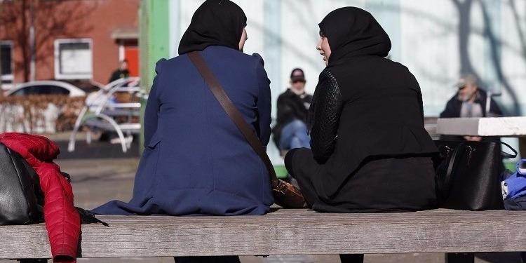 أمريكا: 85 ألف دولار تعويض لمسلمة أجبرت على خلع حجابها