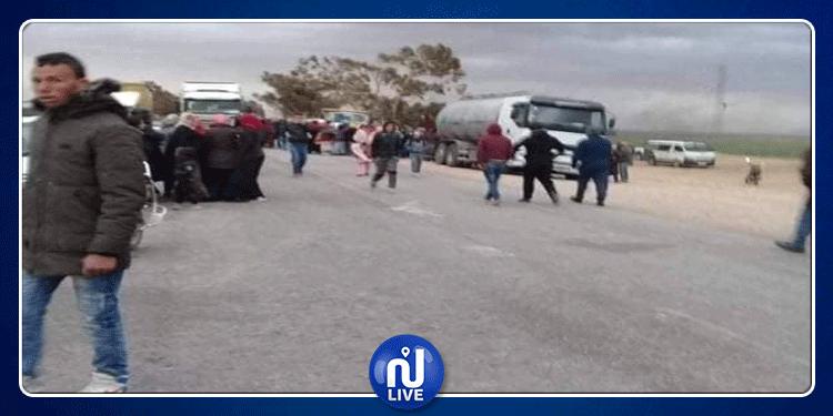 سيدي بوزيد: أهالي ضحية جريمة جبل مغيلة يغلقون الطريق الوطنية عدد3