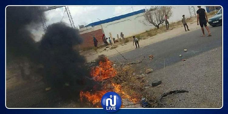 غلق الطريق بين حفوز والقيروان احتجاجا على انقطاع مياه الشرب