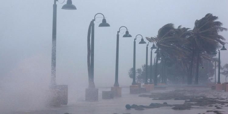 كوبا ترفع إنذار الكوارث لأقصى درجاته وتجلي آلاف السياح