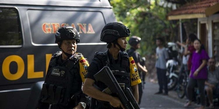 Indonésie : 4 morts dans une attaque au sabre contre un commissariat