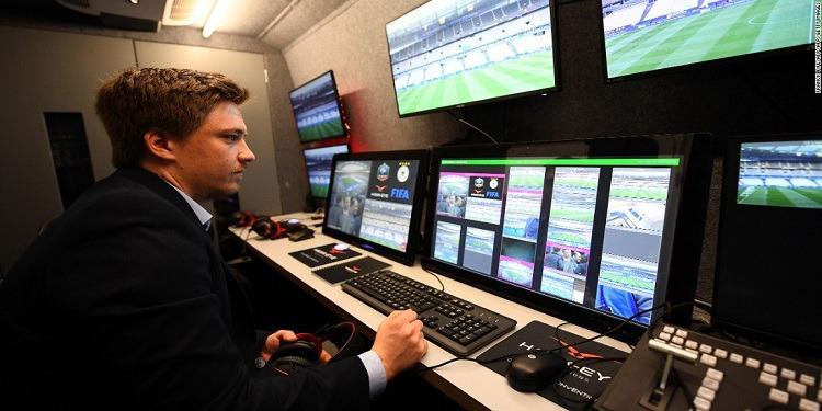 رئيس الفيفا يجدد تأييده لاستخدام تقنية الفيديو في المونديال
