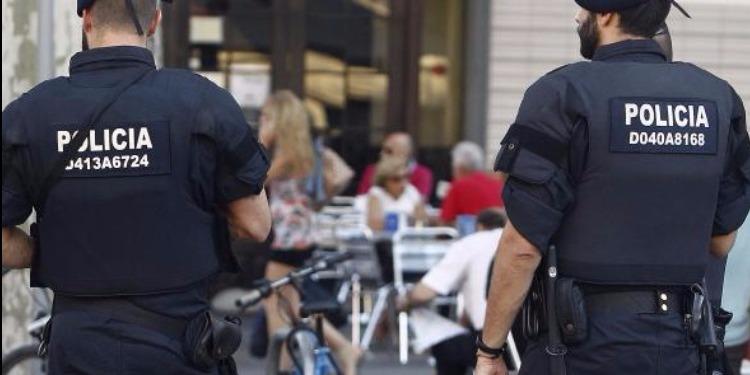 رجل يهاجم شرطيين بسكين هاتفا 'الله أكبر' على الحدود المغربية الاسبانية