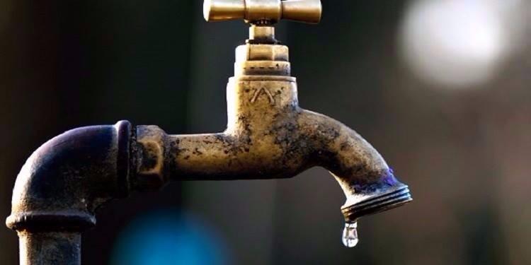المظيلة-قفصة: بسبب انقطاع الماء لمدة 3 أيام..الأهالي يحتجزون حافلات شركة فسفاط قفصة