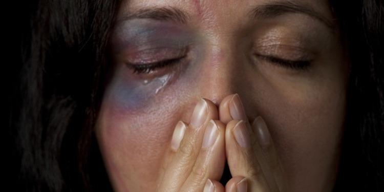 تسجيل 900 قضية عنف ضد المرأة