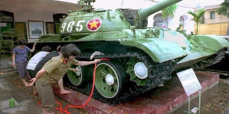 اشتريا دبابة فعثرا على قبضان ذهبية داخل خزان الوقود