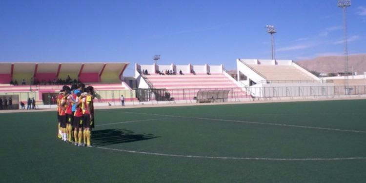 تعشيب ملعب نجم المتلوي  بكلفة تناهز مليون دينار