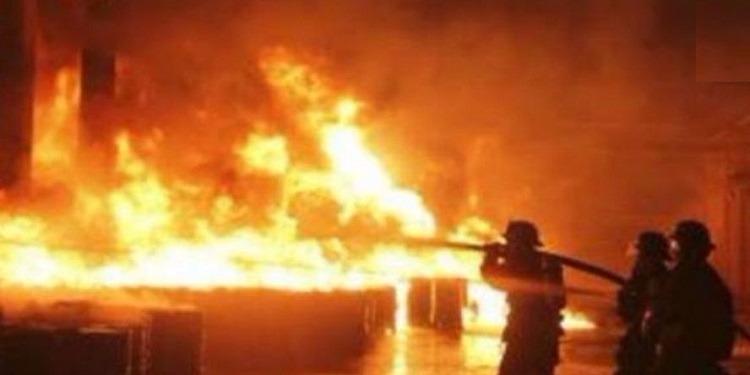 سوسة : أحرق سيارة تاكسي جماعي وسائقها داخلها فأحرقت عائلة السائق منزله كليا