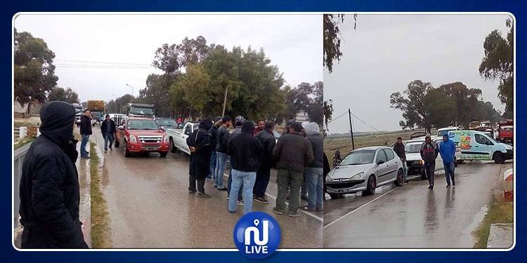 السبيخة: محتجون ضد الترفيع في سعر المحروقات يغلقون الطريق بسياراتهم