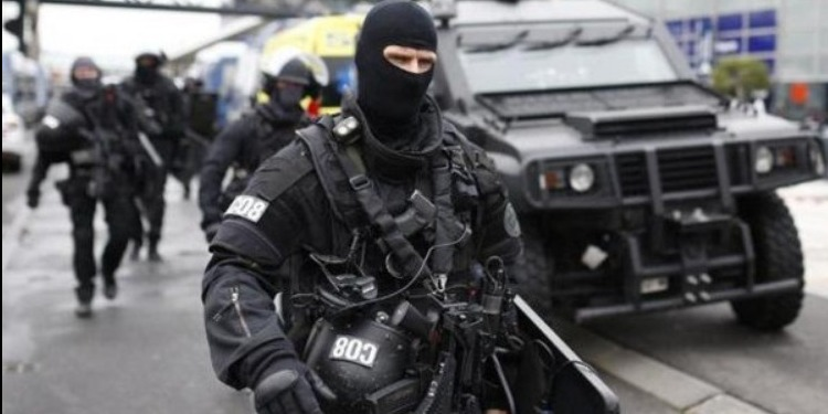 فرنسا: إطلاق نار واحتجاز رهائن داخل ''سوبرماكت'' في جنوب البلاد