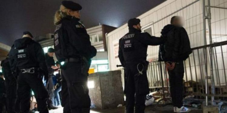 ألمانيا: اقتحام  مركز إيواء والاعتداء على لاجئين