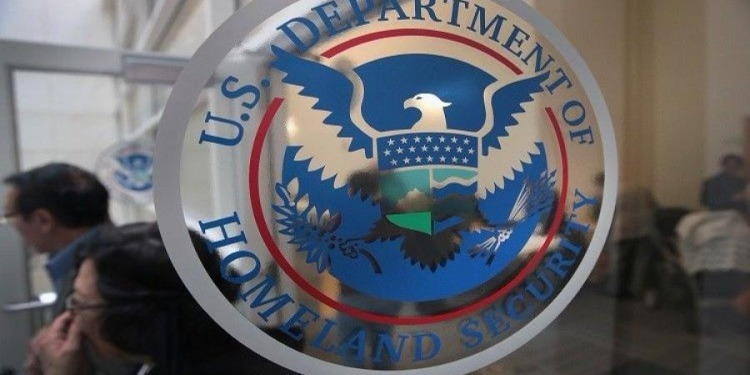 موظف 'سي آن آن' يعثر على وثائق سرية خاصة بالأمن الداخلي الأمريكي