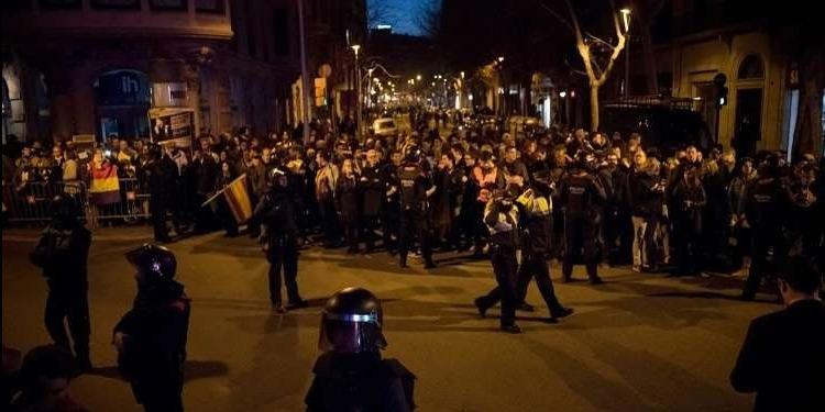 إسبانيا: 19 جريحا في احتجاجات ضد زيارة الملك لبرشلونة
