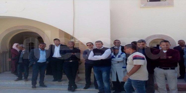 قبلي: موظفو مركز الولاية ينفذون وقفة احتجاجية على خلفية إقالة الكاتب العام