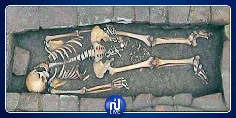 العثور على جثة امرأة أنجبت طفلاً في قبرها !