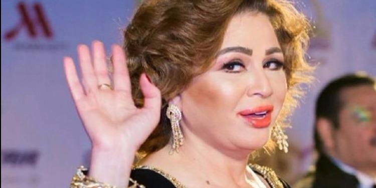 فستان إلهام شاهين يثير سخرية مواقع التواصل  (صور)