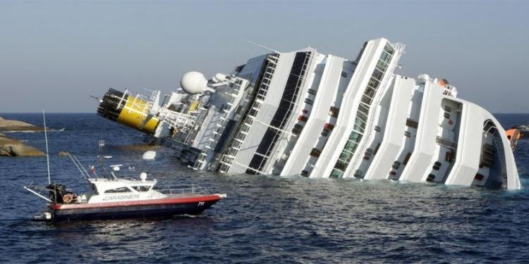 مقتل شخص وفقدان 14 آخرين في حادث غرق سفينة بماليزيا