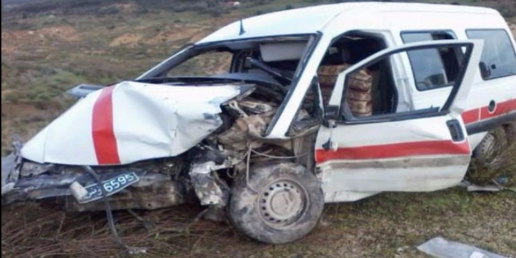 الكاف: انزلاق سيارة أجرة 'لواج' يسفر عن وفاة امرأة وجرح 8 آخرين.
