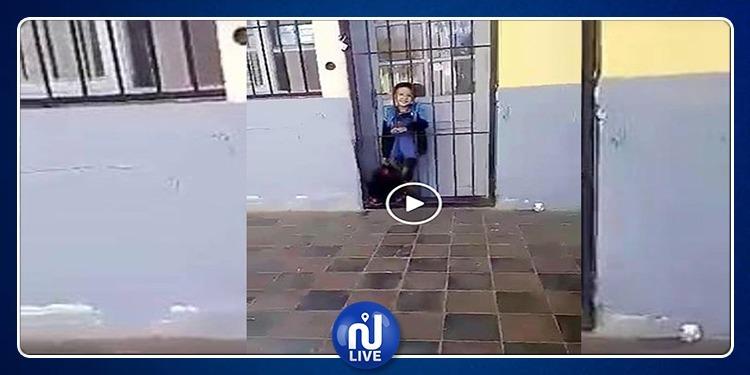 معلمة تسجن تلميذا مصابا بالتوحد! (فيديو)