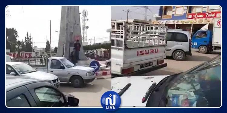 سيدي بوزيد: اغلاق الشوارع بالسيارات احتجاجا على أسعار المحروقات