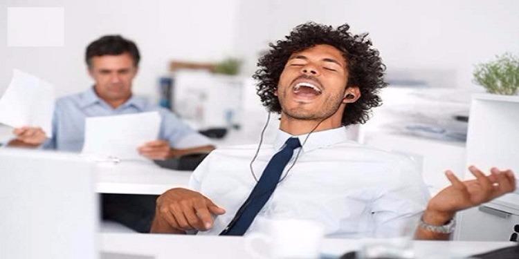 الموسيقى في العمل تحفِّز على الابتكار