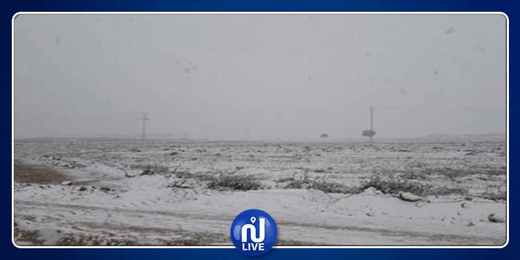 القصرين: الثلوج تكسو المناطق الحدودية (صور + فيديو)