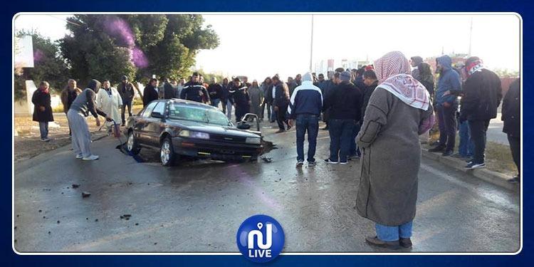ميدون: سقوط سيارة في حفرة نتيجة تسرب مياه 'الصوناد' (صور)