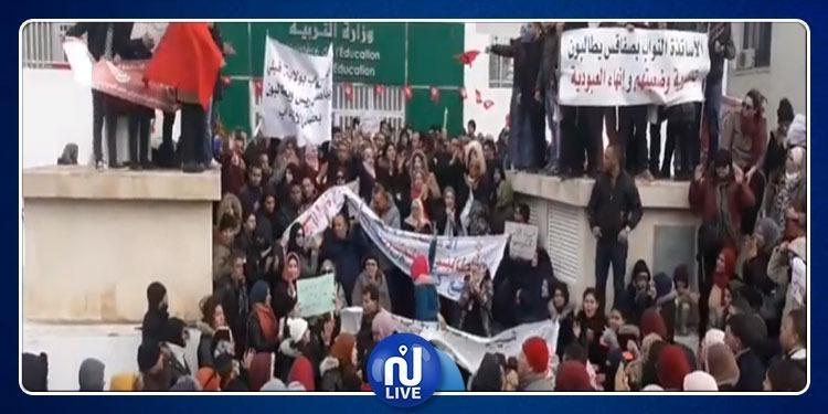 الأساتذة النواب يدخلون في إعتصام مفتوح