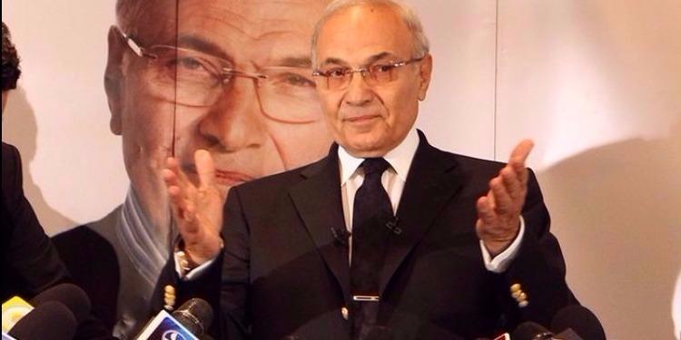 أحمد شفيق يغادر الإمارات نحو أوروبا