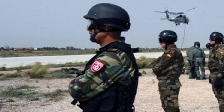 تطاوين: وحدات عسكرية توقف شابا بصدد مراقبتها