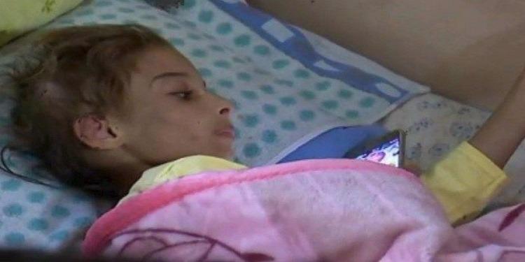 مروّع: امرأة تحتجز ابنتها في غرفة مغلقة وتعذّبها بقلع الشعر والأظافر !