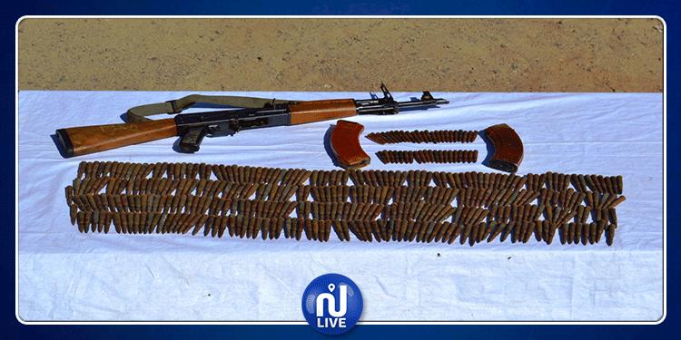 تطاوين: العثور على سلاح كلاشنكوف وخراطيش في سيارة تهريب