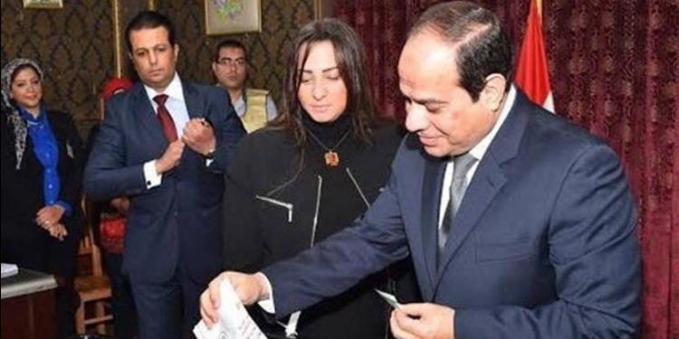 مصر: مراكز الاقتراع تفتح أبوابها أمام الناخبين والسيسي يدلي بصوته