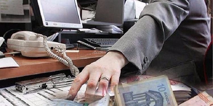 القبض على موظف ببنك تورّط في الإستيلاء على أموال الحرفاء