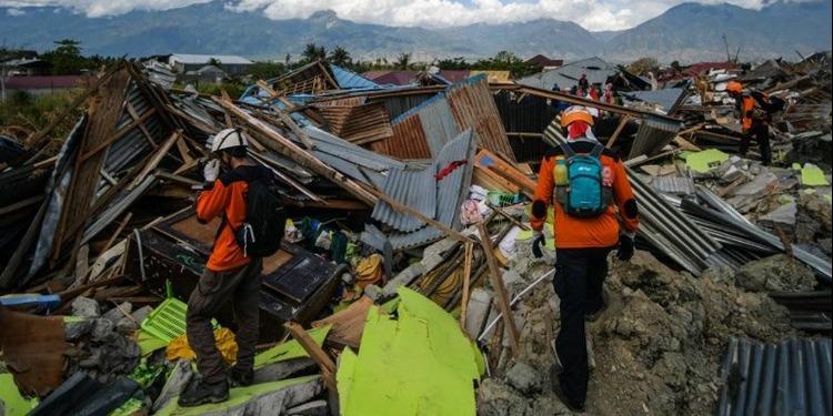 Tragédie-Indonésie: le bilan s'alourdit à 2000 victimes