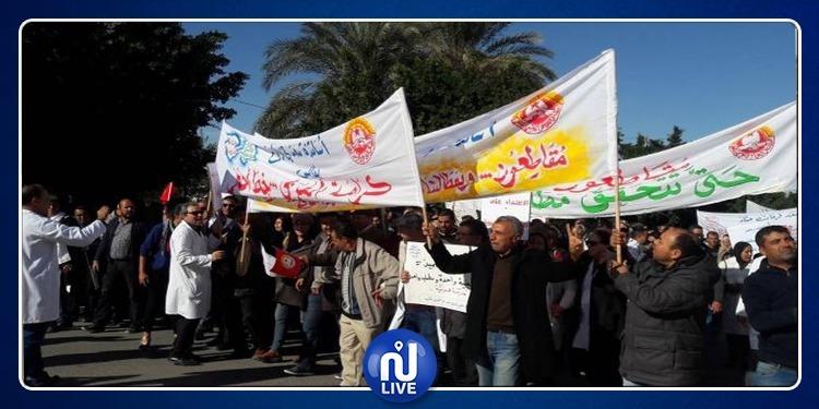 صفاقس: احتجاجات ومسيرة لأساتذة التعليم الثانوي في إتجاه مقر الولاية