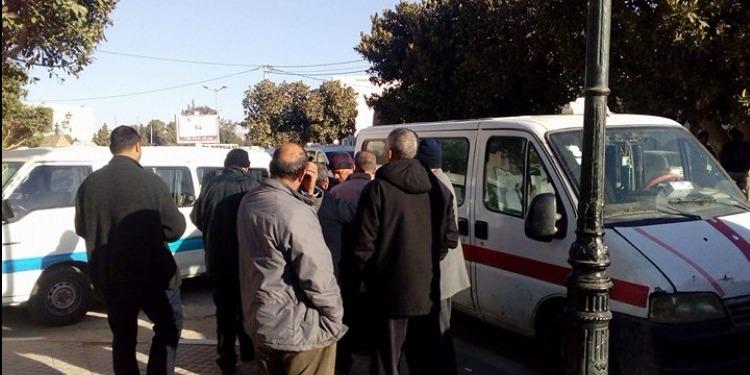 قفصة: أصحاب سيارات الأجرة 'لواج' يحتجّون  (صور)